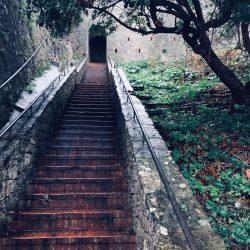 Scalinata verso PIazza San Giorgio Castello di Lerici - Location scouting Italia - Duzimage