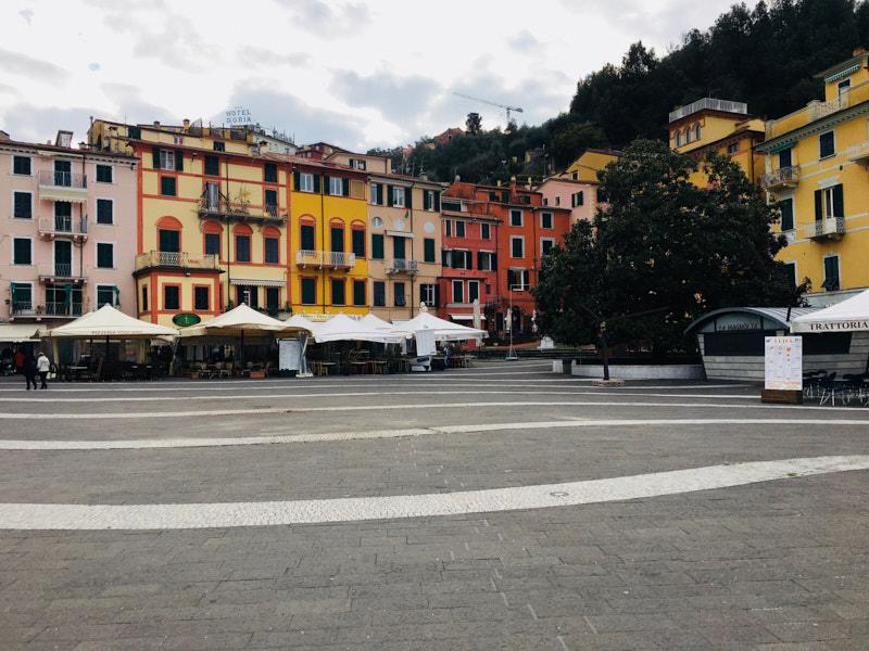 Piazza Garibaldi a Lerici verso la Borgata. Location Scouting Italia - duzimage