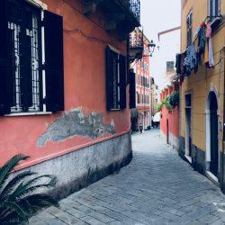 inizio zona pedonale di Via Cavour. Location Scouting Italia - duzimage