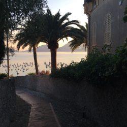 Vista mare da un carrugio soprastante il borgo di Lerici.