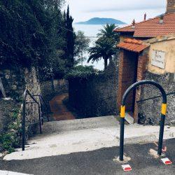 Salita Canata, verso il lungomare di Lerici con vista sull'isola Palmaria. Location Scouting Italia - duzimage