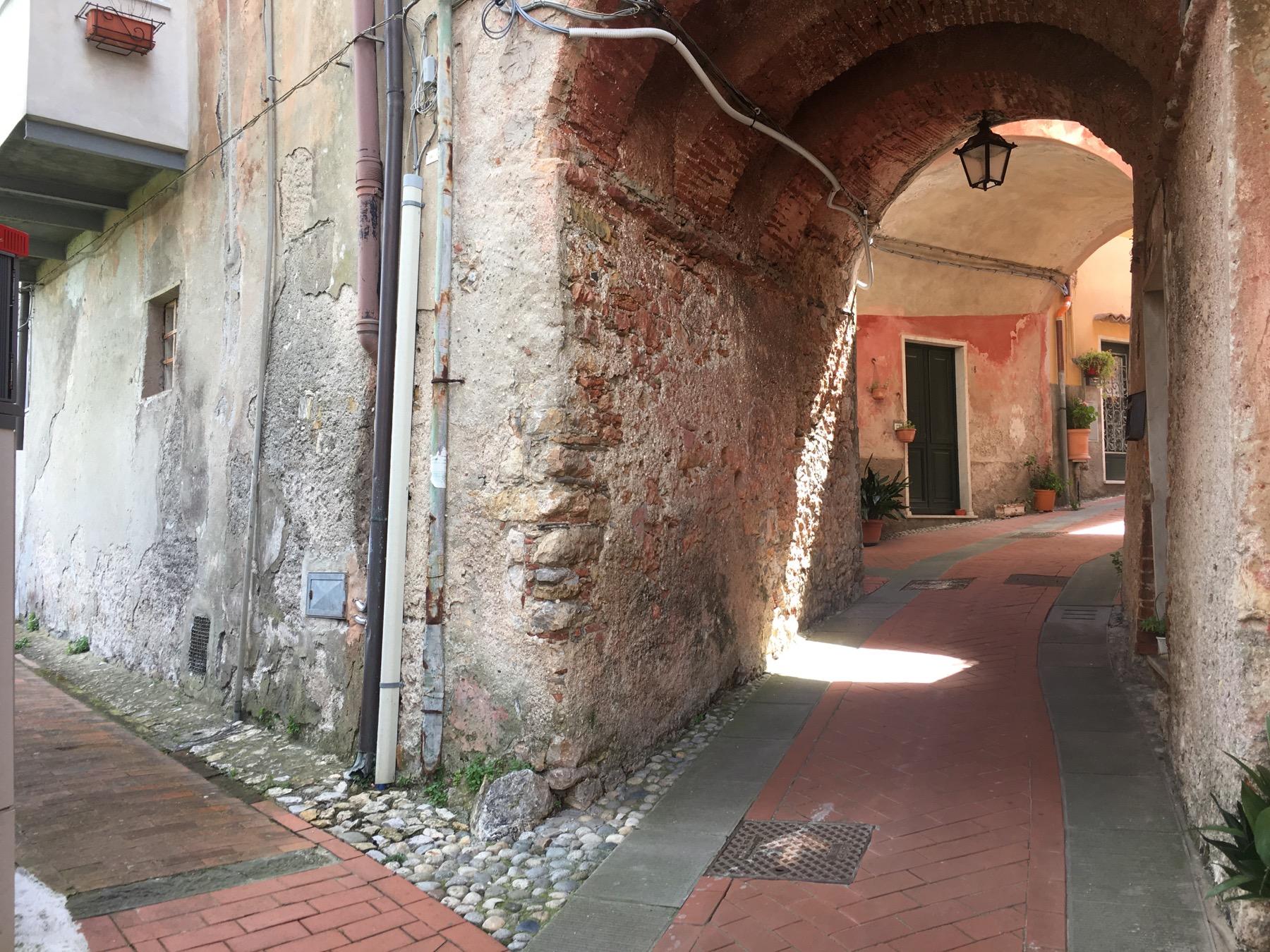 arco in carrugio di Pugliola nel comune di Lerici.