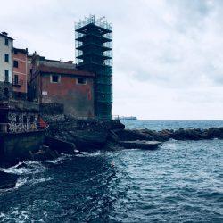 Location Scouting Italia - Tellaro, recensito come uno dei Borghi più belli d'Italia, fa parte del territorio del Comune di Lerici affacciandosi sul Golfo dei Poeti. Marina di Tellaro e campanile