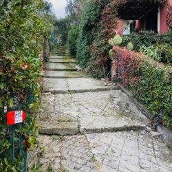 Sentiero CAI verso Portesone nei pressi del cimitero - Location Scouting Italia - duzimage