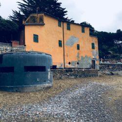 Baia di Fiascherino - Bunker seconda Guerra Mondiale. Lord Byron visse nei pressi di questa spiaggia- Location Scouting Italia - duzimage