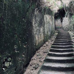 Scalinata d'accesso alla Spiaggia di Fiascherino con il Bunker della Seconda Guerra Mondiale. Location Scouting Italia. duzimage