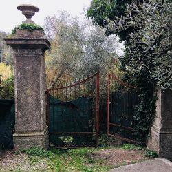 Cancellata all'inizo della scalinata che porta alla Spiaggia di Fiascherino con il Bunker della Seconda Guerra Mondiale - Location Scouting Italia - Duzimage