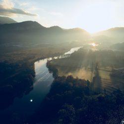 Tecnologie moderne: Alba scattata con un iPhone 6 nei pressi di Miglianico - Lecco. Sullo sfondo il fiume Adda