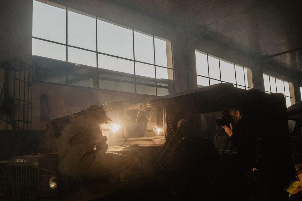 dietro le quinte del ritratto storico WAC, progetto personale del fotografo commerciale David U. Zappa. Luce calda al tungsteno per illuminare il volto del soggetto. Immagine realizzata da Sebastiano Bongi Tomà