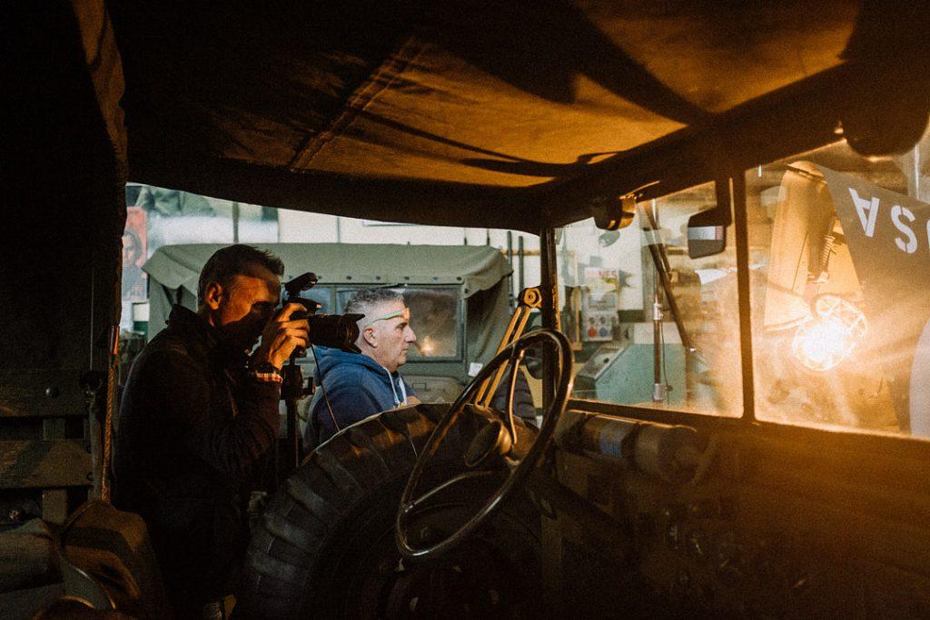 fotografo David Umberto Zappa realizza scatto dedicato alla storia in un'officina meccanica